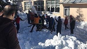 Uludağ'da Kar Faciası! Kar üzerine...