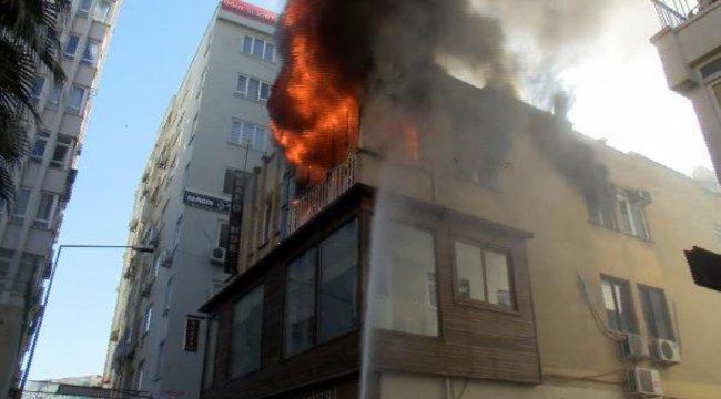 Antalya'da 3 Katlı Binada Yangın
