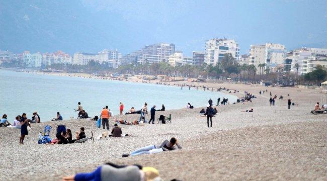 Antalya'da Sahillerde Ciddi Yoğunluk!