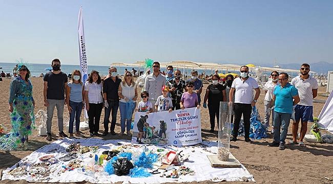 Antalya Büyükşehir Belediyesi Temizlik Gününde Kıyı Temizliği Yaptı