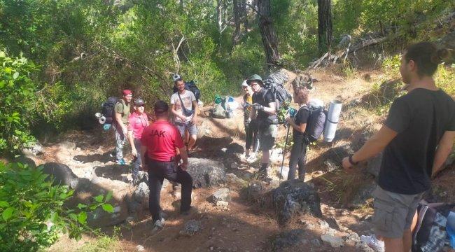 Kemer'deki Orman Yangını Nedeniyle Turistler Tahliye Edildi